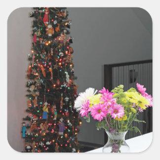 Bunter Blumen-Blumenstrauß und Weihnachtsbaum Quadratischer Aufkleber