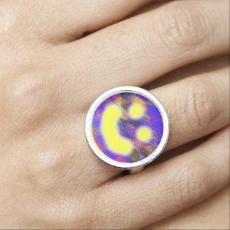 Bunter geometrischer glücklicher Gesichts-Ring