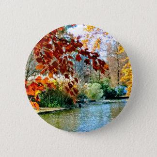 Bunter Herbst auf dem Wasser Runder Button 5,1 Cm