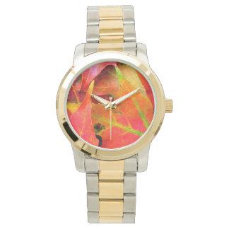 Bunter Herbst verlässt Nahaufnahme Armbanduhr