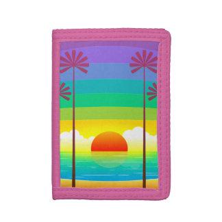 Bunter Sonnenuntergang auf dem Strand mit Palmen