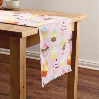 Bunter süßer Kuchen-Muster-Tabellen-Läufer Kurzer Tischläufer