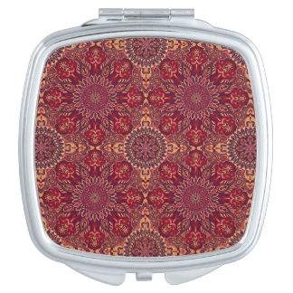 Buntes abstraktes ethnisches Blumenmandalamusterde Taschenspiegel
