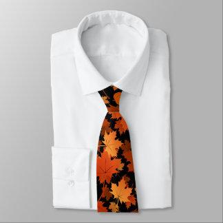 Buntes Ahorn-Blätter- und -kürbisfallmuster Bedruckte Krawatten
