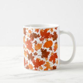 Buntes Ahorn-Blätter- und -kürbisfallmuster Kaffeetasse