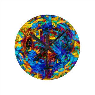 Buntes Mosaikfriedenssymbol Runde Wanduhr
