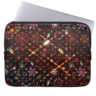 Buntes Schneeflocke-Verzierungs-Muster Laptopschutzhülle