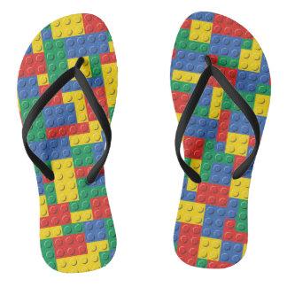 Buntes Spielzeug-Gebäude-Block-Muster drehen Flip Flops