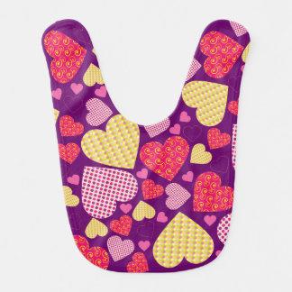 Buntes Valentinsgruß-Herz-Muster Lätzchen