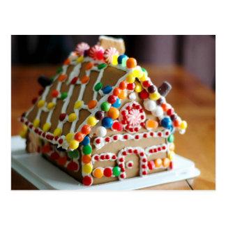 Buntes Weihnachtslebkuchen-Haus Postkarte