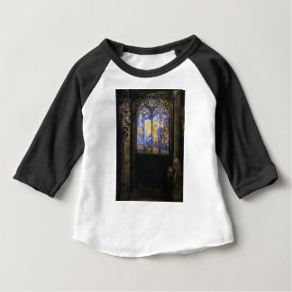 Buntglas-Fenster durch Odilon Redon Baby T-shirt