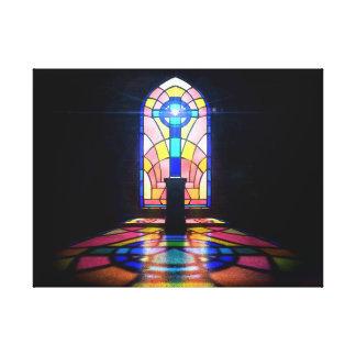 Buntglas-Fenster-Licht durch eine Kirche Leinwanddruck