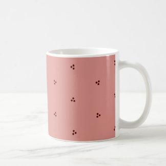Burgunder-auf-Rosa dreifacher Punkt-gemusterte Tasse