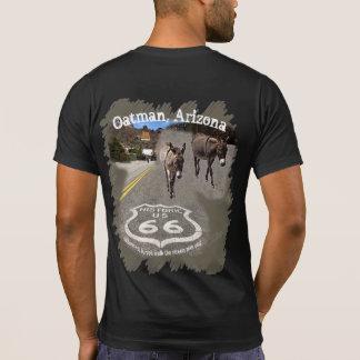 Burros auf der Straße von Oatman, Arizona T-Shirt