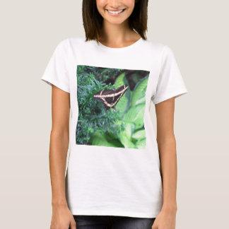 Butterly schwarzes Frack auf Hosta T-Shirt