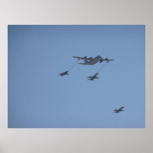 C-130 HERKULES mittlere Luft, die II wieder tankt Plakat