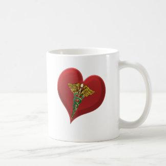 Caduceus auf einem Herzen Kaffeetasse