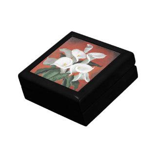 Calla-Lilien auf einem roten Hintergrund Geschenkbox