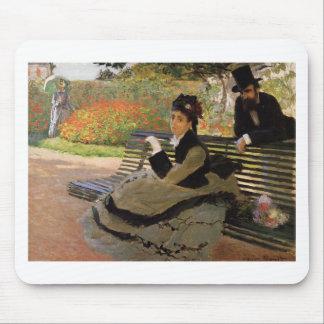 Camille Monet auf einer Garten-Bank - Claude Monet Mousepad