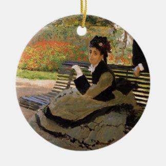 Camille Monet auf einer Garten-Bank - Claude Monet Rundes Keramik Ornament