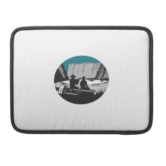 Camper-Lesung, die auf Klotz-Oval-Holzschnitt MacBook Pro Sleeve