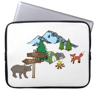 Camping mit Herrn Bear und Herrn Fox Laptopschutzhülle