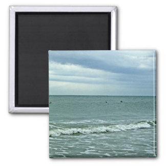 Carolina-Gezeiten, die entlang Sand rollen Quadratischer Magnet