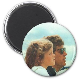 Caroline und John F. Kennedy Runder Magnet 5,7 Cm