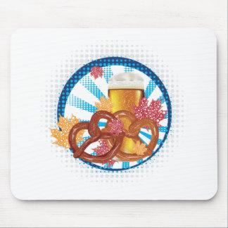 Cartoon-Brezel mit Bier Mousepad