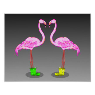 Cartoon-Flamingos, die bunte Winter-Stiefel tragen Poster