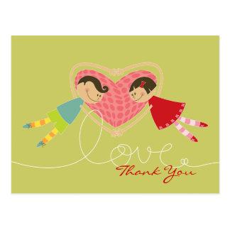 Cartoon-Junge und Mädchen in der Liebe danken Postkarte