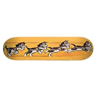 Cartoon-Katzelaufender und springender Skateboard Personalisierte Skatedecks