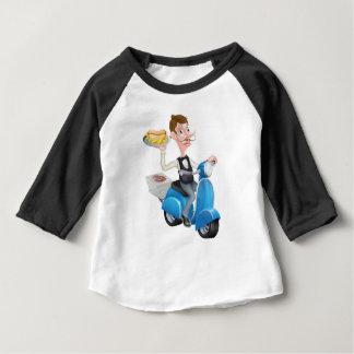 Cartoon-Kellner auf dem Roller-Moped, das Baby T-shirt