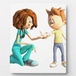 Cartoon-Krankenschwester und kleiner Junge Fotoplatte