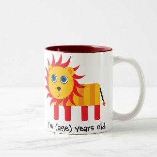 Cartoon-Löwe-Geburtstag u. Alter Tasse