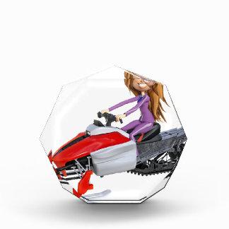 Cartoon-Mädchen auf einem Snowmobile Acryl Auszeichnung