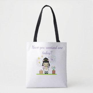 Cartoon-Mädchen, das Buchstabe-Taschentasche hält Tasche