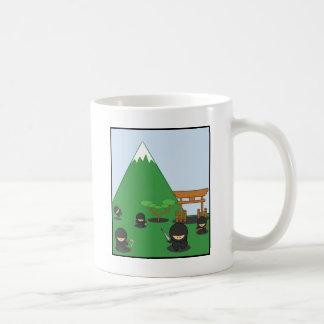 Cartoon Ninjas (in der Landschaft) Kaffeetasse
