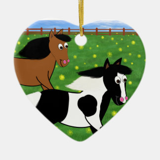 Cartoon-Pferde, die in Feld laufen Keramik Herz-Ornament