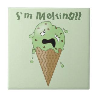 Cartoon-schmelzender Eiscreme-Kegel (ich schmelze) Keramikfliese
