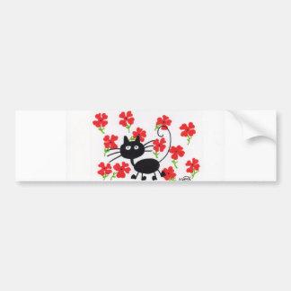 Cartoon-schwarze Katze und rote Blumen Autoaufkleber