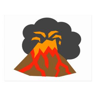 Cartoon-Vulkan, der Lava und das Rauchen ausbricht Postkarten