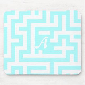 Celeste und weißes Labyrinth-Monogramm Mousepads