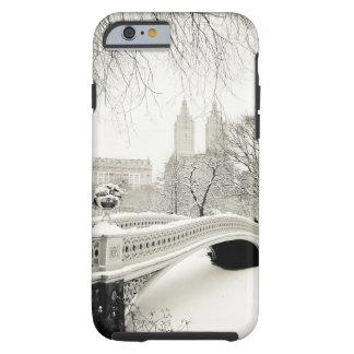 Central Park-Winter - Schnee auf Bogen-Brücke Tough iPhone 6 Hülle