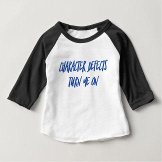 Charakter-Defekt-Erholungs-nüchternes betrunkenes Baby T-shirt