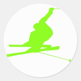 Chartreuse, grünes Schnee-Neonskifahren Runder Aufkleber
