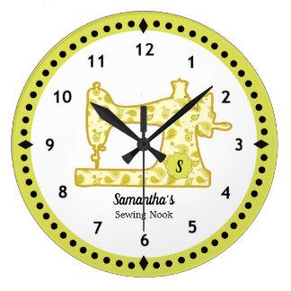 Chartreuse Nähmaschine-große Uhr Paisleys