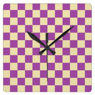 Checkered Lila und beige Quadratische Wanduhr