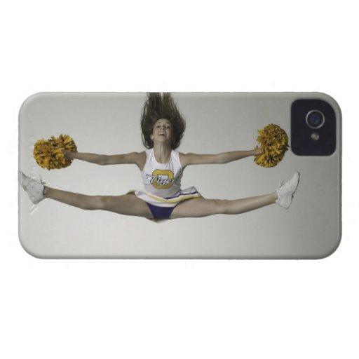 Cheerleader, die Spalten in der mittleren Luft tut iPhone 4 Etuis