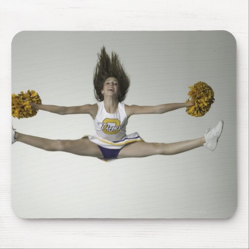 Cheerleader, die Spalten in der mittleren Luft tut Mousepads